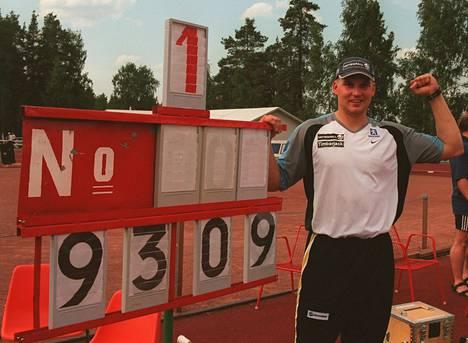 Aki Parviainen heitti SE-lukemat 93,09 Kuortaneella juhannuksena 16 vuotta sitten.