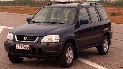 Tekniikan Maailman testaama käytetty Honda oli samankaltainen kuin tässä IS:n vuonna 2000 ottamassa kuvassa.