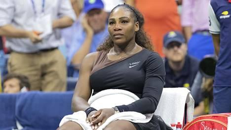 Serena Williamsille mätkäistiin sakkoja raivokohtauksesta – pelkkä mailan rikkominen maksoi tuhansia euroja