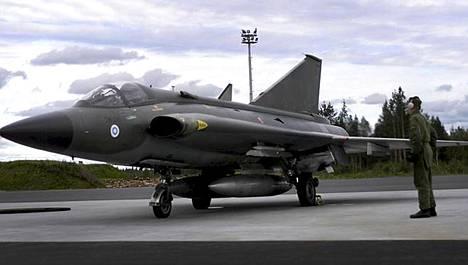 Draken-hävittäjä Lapin lennostossa vuonna 2000.