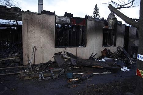 Omakotitalo paloi räjähdysmäisesti torstai-iltana.