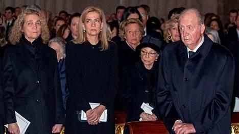 Tammikuussa 2020 otetussa arkistokuvassa prinsessat Elena (vas.) ja Cristina sekä heidän isänsä, ex-kuningas Juan Carlos. Kuva on otettu Juan Carlosin sisaren, Badajozin herttuataren Pilarin hautajaisissa.