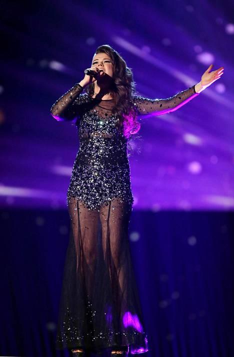Saara Aalto esitti finaalilähetyksessä Whitney Houstonin tunnetuksi tekemän balladin.
