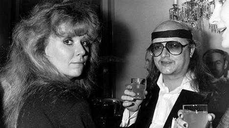 Vuonna 1986 Tarja ja Juice Leskinen nähtiin yhdessä Linnan juhlissa, vaikka pari oli vasta eronnut.