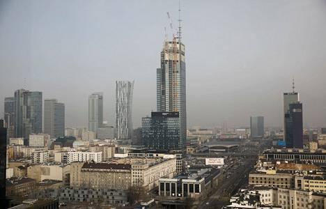 Varso Tower sijaitsee Varsovan keskustassa.