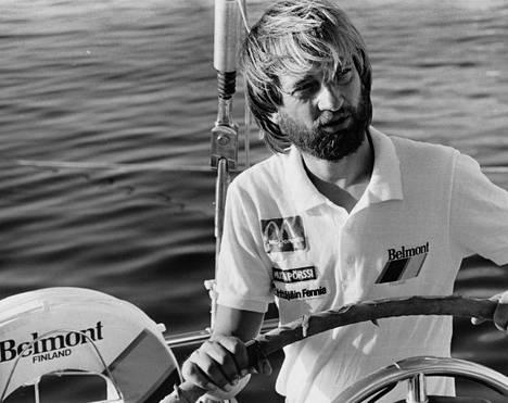 Harry Harkimo purjehti yksin maailman ympäri vuosina 1986–87.