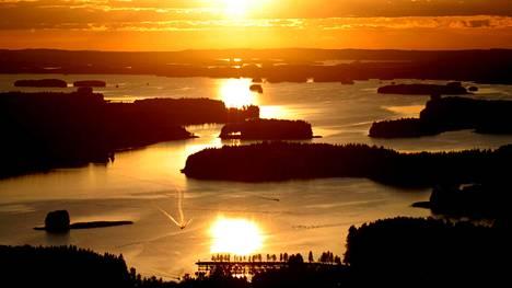 Kolumbialaisen matkabloggaajan mukaan pienten saarten ympäröimä Kuopio on maantieteellisesti yksi kiinnostavimmista kohteista koko maailmassa.