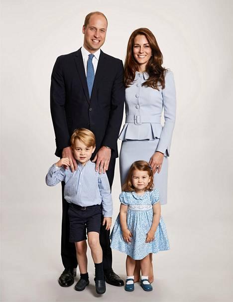 Prinssi Williamin ja herttuatar Catherinen kaksi lasta, prinssi George, 4, ja prinsessa Charlotte, 2, saavat pian pikkusisaruksen.