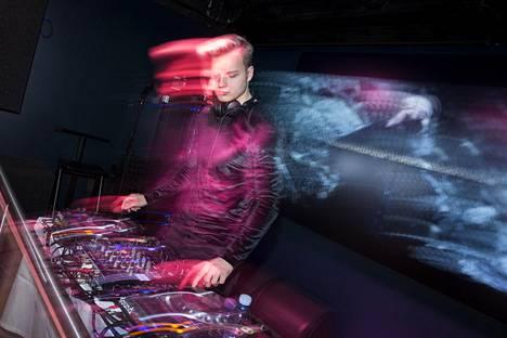 DJ vauhdissa.