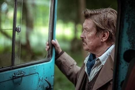 Tohtori Lundsten on näyttelijänsä Santeri Kinnusen tapaan leppoisa mies.