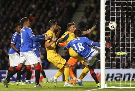 Glen Kamara pelasti Rangersin takaiskulta Portoa vastaan. Lopulta Rangers löi portugalilaisjätin 2–0.