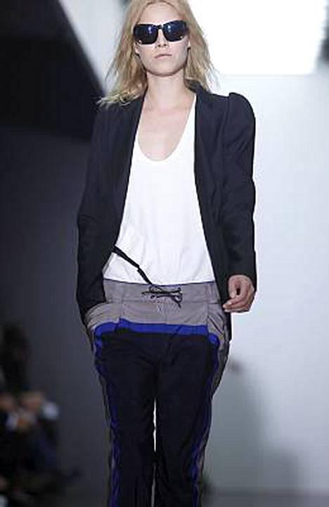 Suvi Koponen esiintyi Proenza Schoulerin näytöksessä New Yorkin muotiviikoilla syyskuun puolessa välissä.