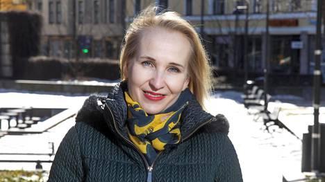 Minna Helle siirtyi viime vuonna valtakunnansovittelijan paikalta työnantajaliitto Teknologiateollisuuden työmarkkinajohtajaksi.