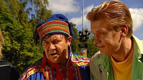Muje roolissaan porokauppiaana vuonna 2000 elokuvasa Hurmaava joukkoitsemurha.