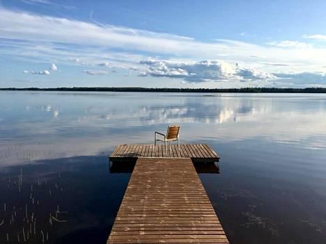 """Pohjois-Karjala. Höytiäisen järvimaisemassa mieli rauhoittuu. """"Mökillä nukun usein päiväunia."""""""
