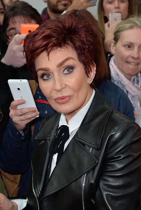 Saara Aallon esitys ei vakuuta Sharon Osbournea.