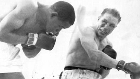 Pekka Kokkonen (oik.) otteli Eddie Cottonia vastaan Tukholmassa 3. kesäkuuta 1962.