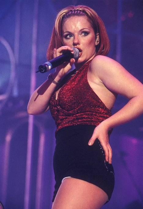 Geri Halliwell tunnetaan Spice Girlsista Ginger Spice -nimellä.