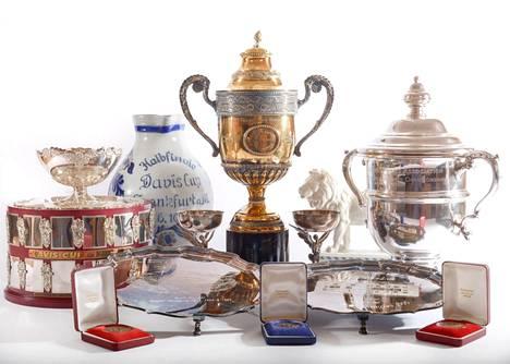 Boris Beckerin urallaan voittamia palkintoja huutokaupattiin kesäkuussa.