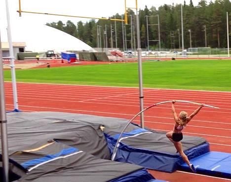 Saga Andersson voitti elokuussa 16-vuotiaiden SM-kultaa tuloksella 405.