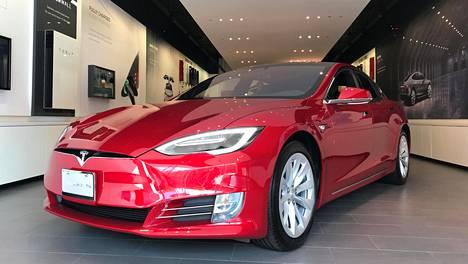 Tesla Model S oli viime vuoden myydyin täyssähköauto Suomessa.