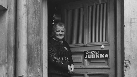 """Emmi Jurkka kutsui Teatteri Jurkkaa """"rakkaimmaksi lapsekseen""""."""