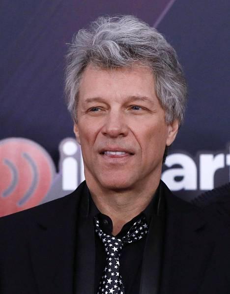 Nykyään Jon Bon Jovi viihtyy harmaassa charmissa.