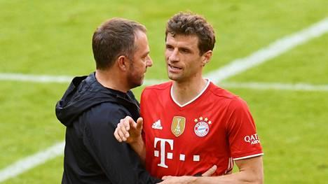 Hansi Flick ja Thomas Müller kuvattuna viime viikonloppuna.