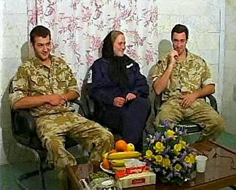 Tämä kuva on videonauhalta, jota Iranin televisio näytti tänään pidätetyistä brittimerisotilaista.