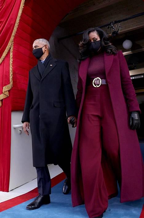 Michelle Obama valitsi ylleen purppuraa.