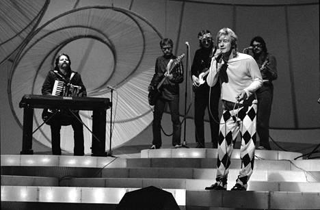Riki veti Dublinin Eurovision laulukilpailussa Reggae OK -kappaleen.