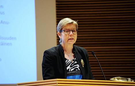 """Vihreiden eduskuntaryhmän puheenjohtaja Krista Mikkonen sanoi IS:lle, että hän haluaa naisille """"oikeat kutsunnat""""."""
