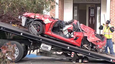 Porsche Boxter -avoauto tuhoutui onnettomuudessa täysin.