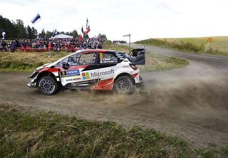 Ott Tänak ajoi Suomen MM-rallin voittoon viime vuonna. Nyt mies on vaihtanut Toyotalta Hyundaille.