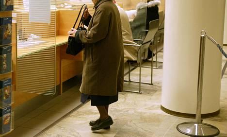 Moni vanhus on digisyrjäytynyt eikä osaa käyttää sähköisiä palveluja, julkisia tai yksityisiä.