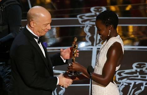 JK Simmons sai näyttelijän... ei vaan Oscarin Nyong'olta.