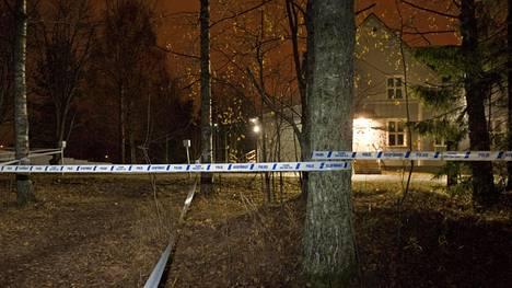 Nuorisotalo Rientolan ympäristö on eristetty poliisinauhoilla.
