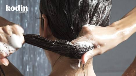 Kylmä suihku oikeasti kannattaa – tutkija kertoo, miksi tapa on hyvä opetella