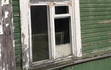 Työtä riittää myös ikkunoiden kanssa.