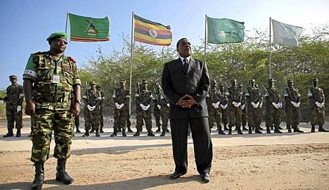 YK:n erityisedustaja Augustine Mahiga otettiin vastaan juhlallisin menoin Mogadishussa.