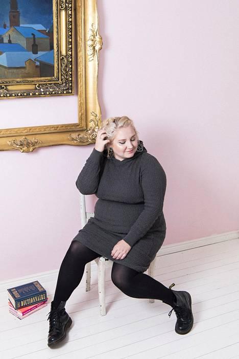 Weecosin kampanjaan ja koottuun Curves-mallistoon on lähtenyt mukaan 13 suomalaista designbrändiä, jotka ovat lisänneet valikoimiinsa lähes 50 vaatetta, joiden kokovalikoima yltää kokoon 54 saakka.