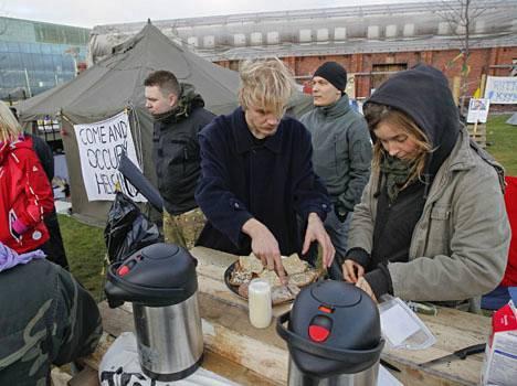 Poliisi on antanut Occupy Helsingin leiriytyä Musiikkitalon kupeeseen ilman häätöuhkaa.