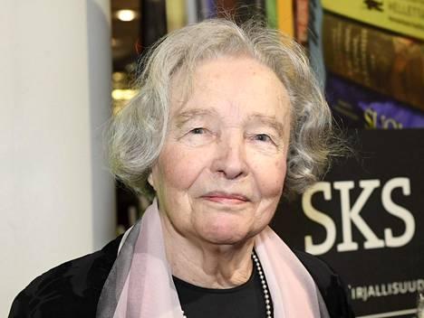 Kirjailija Eeva Kilpi on palkittu kirjailija ja tunnettu luontosuhteestaan.