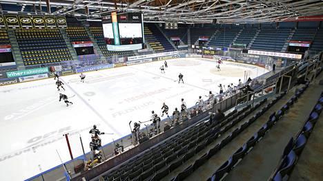 Jääkiekon Liigan ottelu Kärpät - JYP pelattiin kokoontumisrajoitusten vuoksi tyhjille katsomoille joulukuussa.