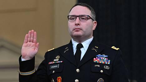Everstiluutnantti Alexander Vindman vannoi todistajanvalansa Capitol Hillillä 19. marraskuuta 2019.