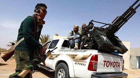 Sirtestä vääntää kättä useampikin aseellinen ryhmittymä. Kuvassa Libyan hallitukselle uskollisia joukkoja, jotka pyrkivät pitämään Isisin poissa kaupungista viime keväänä.