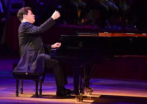 Pianisti Denis Matsuev pääsee myös sanomaan sanansa Venäjän perustuslakiin presidentti Vladimir Putinin päätöksellä. Kuvassa Matsujev eon siintymässä vuonna 2018 Dresdenissä. Matsuev on konsetoinut usein myös Helsingssä, viimeksi viime kesäkuussa.