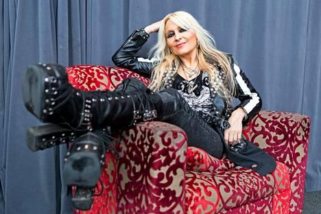 Laulaja Doro Pesch yllättyi, kun vuonna 2016 ilmestynyt dvd-juhlajulkaisu nousi Suomessa listaykköseksi – kotimaassa Saksassakin oli tyytyminen listan kakkossijaan.–Se oli mahtavaa. Muistan kuinka omistautuneita suomalaiset fanit ovat.