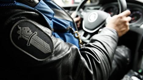 Poliisi takaa-ajoi epäiltyä rattijuoppoa Oulussa. Kuvituskuva.