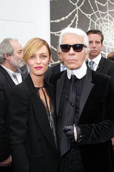 Laulaja Vanessa Paradis ja Karl Lagerfeld vuonna 2013.